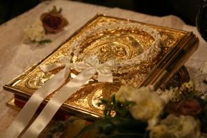 Γαμος ... Το Ιερό Ευαγγέλιο με τα Στέφανα & τις Βέρες