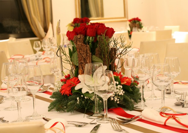 Στολισμός Τραπεζιου σε χριστουγεννιάτικο Γαμο