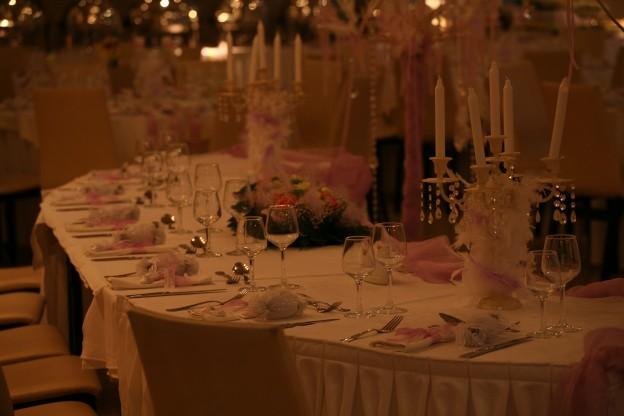 Διακόσμηση Γάμου με πούπουλα και κηροπηγια