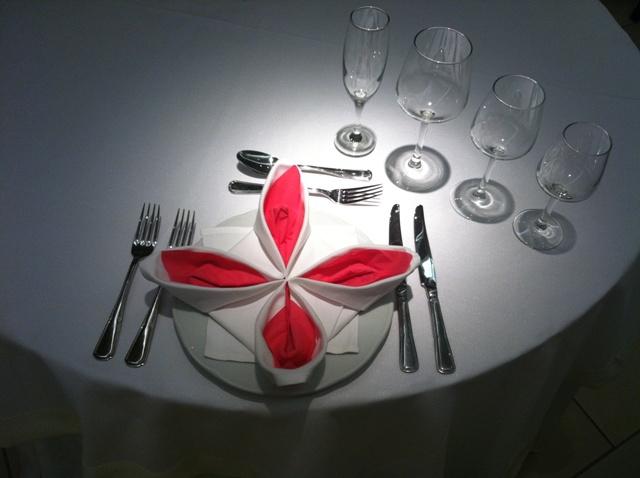 Στρώσιμο επίσημου δείπνου