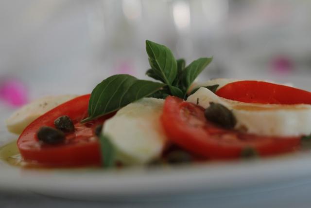 Συνταγή για Σαλάτα με τομάτα και φρέσκια μοτσαρέλα